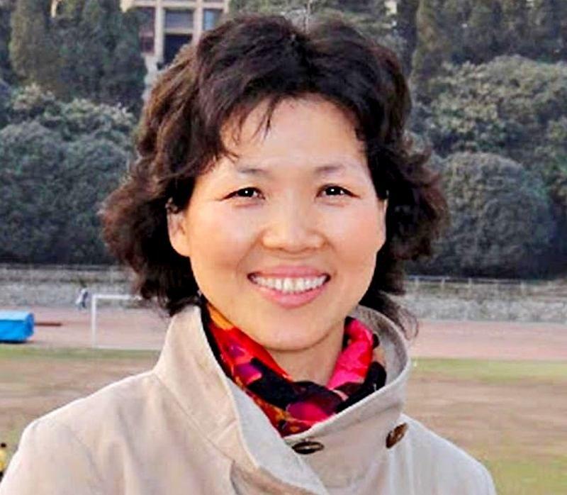 """Shi Zhengli er kjent som Kinas """"Bat Kvinne' etter år tilbrakt på vanskelige virus-jakt ekspedisjoner i mørke grotter som har ført til en rekke viktige vitenskapelige oppdagelser"""